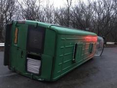"""В """"ДНР"""" перевернулся микроавтобус с пассажирами"""
