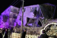 20 человек погибли в результате мощного землетрясения в Турции