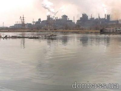 Мазут в Кальмиусе: к ликвидации последствий приступил и нефтесборщик