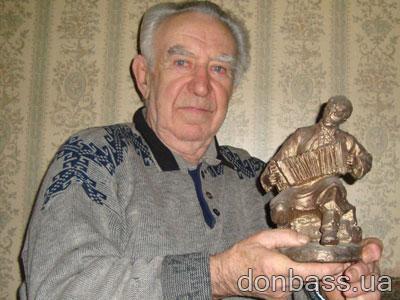 Сергей Гонтарь с разудалым гармонистом.