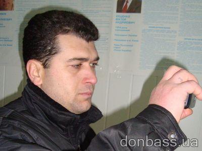 """В Донецке грузинские  """"наблюдатели"""" рвутся на участки. ФОТО"""