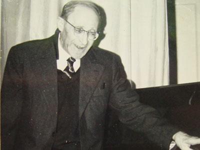 Маэстро Самуил Ратнер в 1975 году.