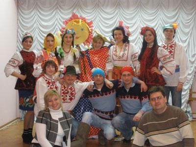 Молодые артисты Донецка в образе готовы выйти к онкобольным детям.