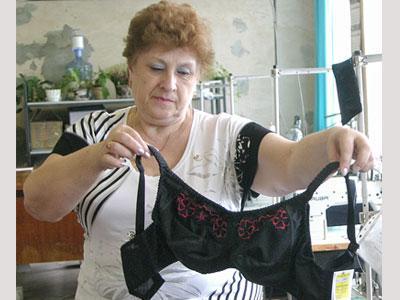 Инна Кузнецова: «Специальные лифы шьются из импортного трикотажа и очень удобны».
