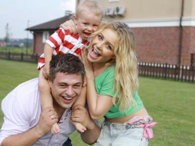 Счастливая семья: Евгений, Тина и Вениамин.