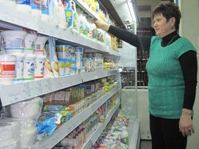 В супермаркете «Сарепта» фиксированные цены на молочные продукты, а торговая надбавка не превышает 15%, рассказывает управляющая Ольга Буханова.