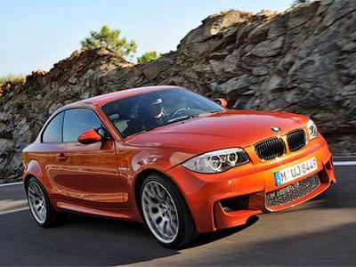 Поединок BMW 1 Series M Coupe и Audi TT RS (ВИДЕО)