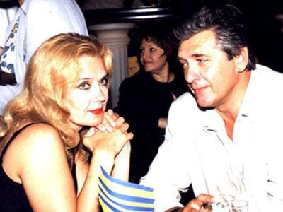 Ирина Алферова по-прежнему стесняется, когда муж, Сергей Мартынов, смотрит на нее влюбленным взглядом.