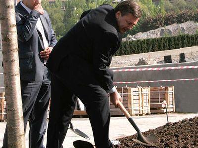 Янукович будет в Енакиеве сажать деревья