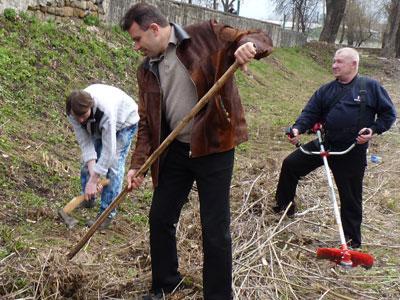 Мэр Валерий Гнатенко личным примером вдохновлял работников исполкома.