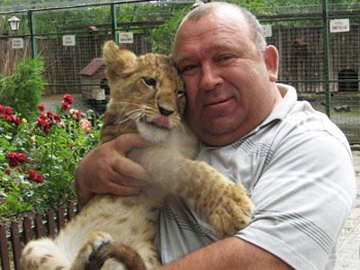 Новый питомец расположенного в Сартане (поселок входит в состав Мариуполя) зоопарка Савелия Вашуры - ласковая львица Багира.
