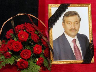 Януковича на похоронах друга охраняют снайперы