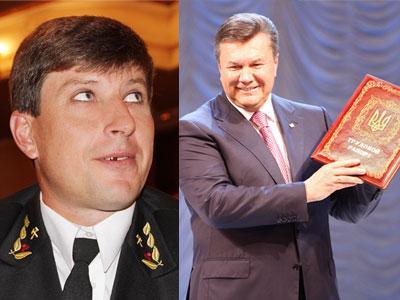 Александр Однораленко получил из рук президента удостоверение Героя Украины и в ответ вручил Виктору Януковичу трудовой рапорт от всех шахтеров страны.