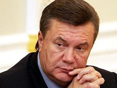 Янукович в Донецке помолился за погибших шахтеров