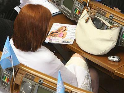 Донецкого градоначальника на работе окружают женщины
