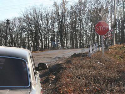 По вине добытчиков металла в Донецкой области был заблокирован железнодорожный переезд