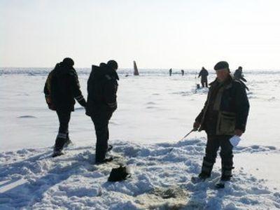 Синоптики предупреждают рыболовов: в Мариуполе поднимается уровень моря (ФОТО)
