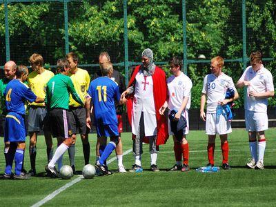 Кто лучше играет в футбол - милиционеры или журналисты