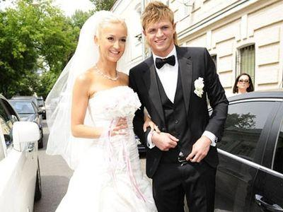http://donbass.ua/multimedia/images/news/original/2012/07/11/svadba_buzova.jpg
