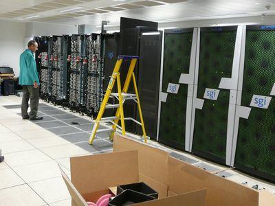 "Стивен Хокинг запустил ""космический"" суперкомпьютер"