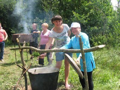 Благодаря очаровательным кулинаркам - Елене Скотаренко  и Наталье Ливенской - уха получилась удивительно вкусной!