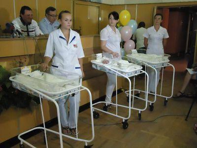 В Донецке родилась тройня. Семье подарили трехкомнатную квартиру