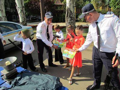 ГАИ провела акцию для детей в центре Донецка (ФОТО)