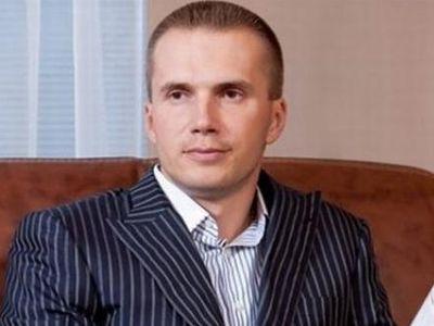 Александр - старший сын президента.