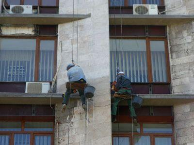 Донецкую облгосадминистрацию решили отмыть от грязи (ФОТО)
