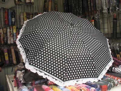 Этот модный  зонтик-полуавтомат  стоит на рынке 150 гривен.