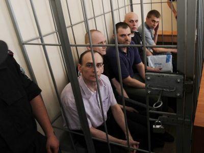 """На суде по делу о расстреле пяти сотрудников """"ПриватБанка"""" обсуждали подсудимых"""