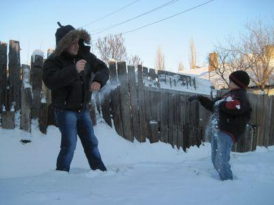 «Как только чувствую, что пробирает холод, сразу вспоминаю,  что совершенно не мёрзну, играя с сыном. И - начинаю интенсивно двигаться!»  - поделился простым способом дончанин Сергей Акунин.