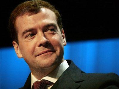 """Медведев заявил, что зависимость России от сырьевого экспорта """"сильно преувеличена"""""""