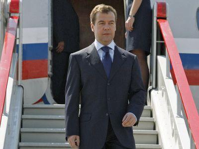 Самолет Дмитрия Медведева не смог сесть во Внуково