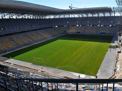 Азаров недоумевает, почему не загружен стадион во Львове