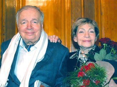 Как признавался сам поэт, больше всего он дорожил мнением женщин, отвечавших на его стихи любовью. В первую очередь это касается  Зои Богуславской, с которой они прожили 46 лет.
