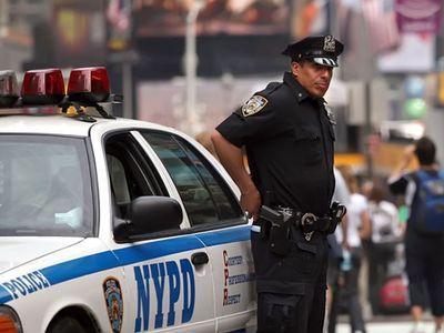 Полиция Нью-Йорка взяла под крыло женщин, гуляющих топлесс