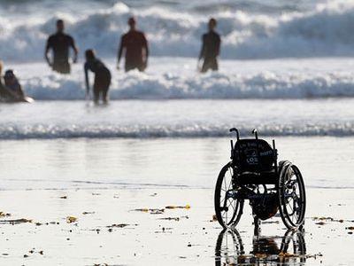 В Мариуполе обустроили пляж для инвалидов
