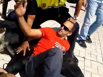 Испанец поборол разъяренного быка (ВИДЕО)