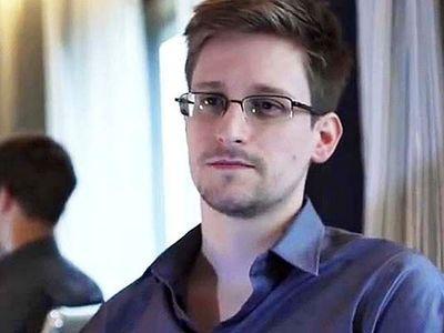 """""""ВКонтакте"""" предлагает Сноудену работу"""