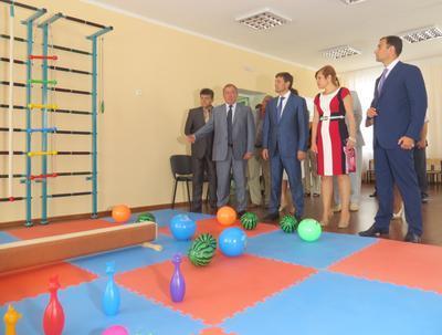 Даже взрослых чиновников, которые приехали на открытие, впечатлила игровая площадка!