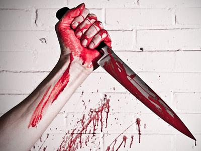 Мужчина с кухонным ножом набросился на падчерицу