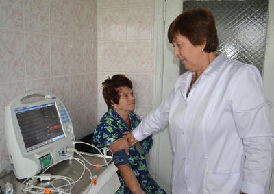 Реанимационно-хирургический монитор позволил заведующей отделением Елене Ситьковой оценить состояние здоровья Веры Кирьяковой буквально в считанные cекунды.