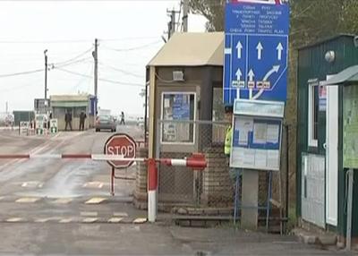 Россия отгораживается от Донбасса колючей проволокой (ВИДЕО)