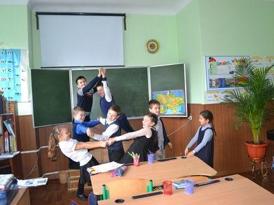 Ученики 3-Б класса любят играть и веселиться,  а вот пугать друг друга им не нравится.
