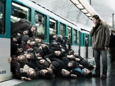 Жуткое видео из метро взбудоражило интернет (ВИДЕО)