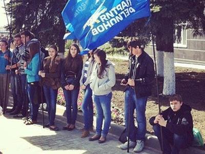 Луганчанин подал в суд на Партию регионов, которая забрала детей из школы для митинга