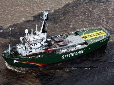 Россия считает экипаж голландского судна пиратами и хулиганами (ВИДЕО)