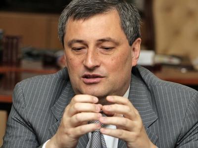 """""""Если будет указ президента , значит , так оно и есть. Если нет, так нет"""" , - витиевато комментировал слухи о своей отставке Эдуард Матвийчук. И указ появился."""