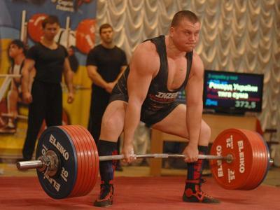 Донецкий богатырь побил мировой рекорд, подняв больше тонны